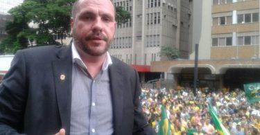 Grupo anti-Dilma só permite cristãos na liderança do movimento