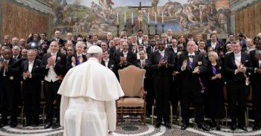 """Papa denuncia terrorismo como """"loucura homicida"""", mas evita falar do Islã"""