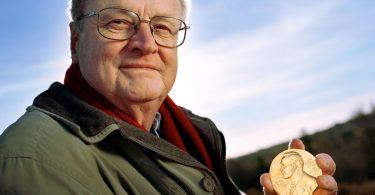 """""""Crer em Deus está nos genes"""", afirma prêmio Nobel de Medicina"""