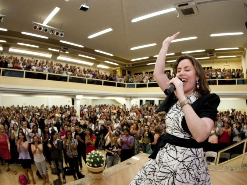 Mulheres pastoras ou pregadoras? O que a Bíblia diz sobre as mulheres no ministério?