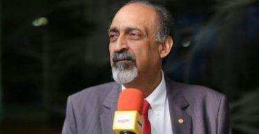 """""""Falta recurso para a saúde, mas sobra para Carnaval"""", critica deputado Ezequiel Teixeira"""