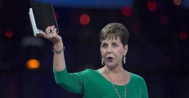 """""""A Bíblia é uma carta de amor que Deus escreveu para nós"""", diz Joyce Meyer"""