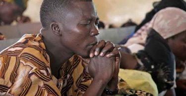 Terrorista desiste de matar evangelista após ver seu testemunho