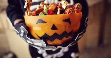 'Gostosuras ou travessuras' é um tipo de maldição, diz escritora cristã sobre o Halloween