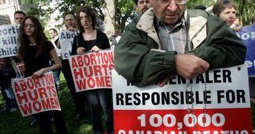 Província no Canadá proíbe protestos em frente a clínicas de aborto