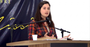 """""""O que importa é o que a Bíblia diz sobre o que é ser mulher"""", diz autora sobre o feminismo"""