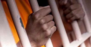 Após 13 anos de tortura, cristão é libertado da prisão com depressão e surtos mentais