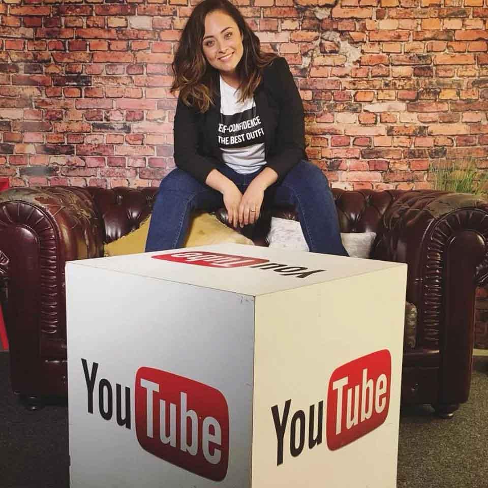 Fabiana se tornou mais popular no Brasil através de seu canal no YouTube. (Foto: Reprodução/Facebook)