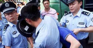 Cristão falou sobre Jesus à policiais enquanto era espancado, em prisão na China