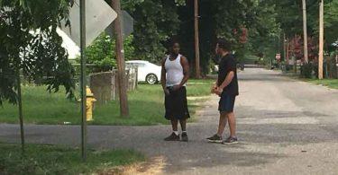 Homem caminha quase 200 quilômetros orando pelas pessoas nas ruas