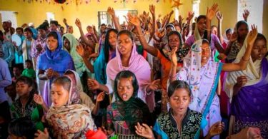 """""""A perseguição é um privilégio"""", diz mulher espancada por ser cristã na Índia"""