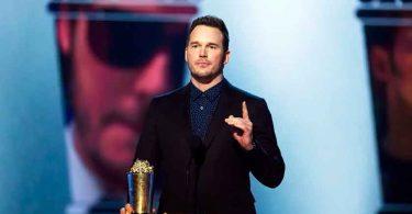 """Em premiação, Chris Pratt incentiva jovens a terem fé: """"Deus é real, acredite nisso"""""""
