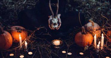 """Como as bruxas e os satanistas enxergam a """"inofensiva"""" festa de Halloween"""