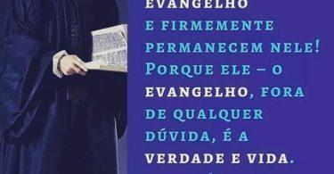 Felizes são aqueles que abraçam o Evangelho e permanecem firmes nele!